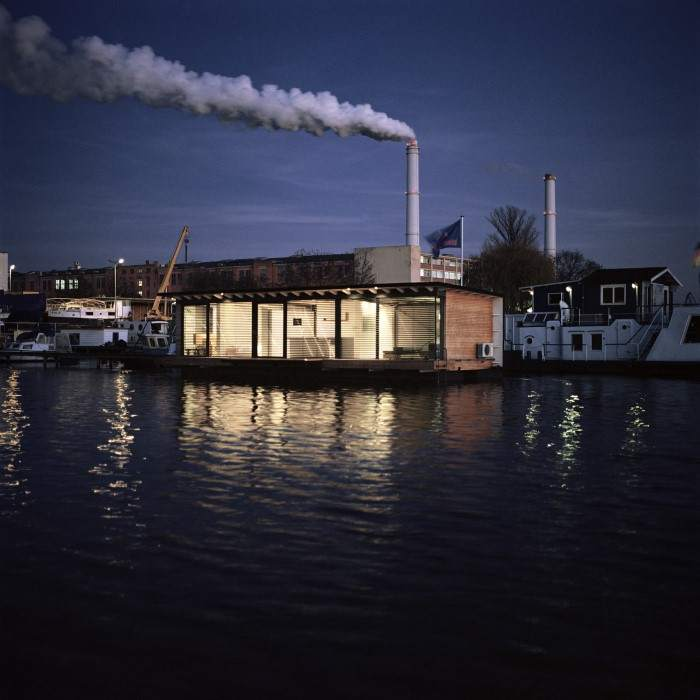 17-WelcomeBeyond-ModernHouseboat